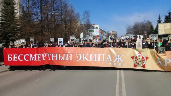 15-тысячный «Бессмертный полк» прошел победным строем по центру Архангельска