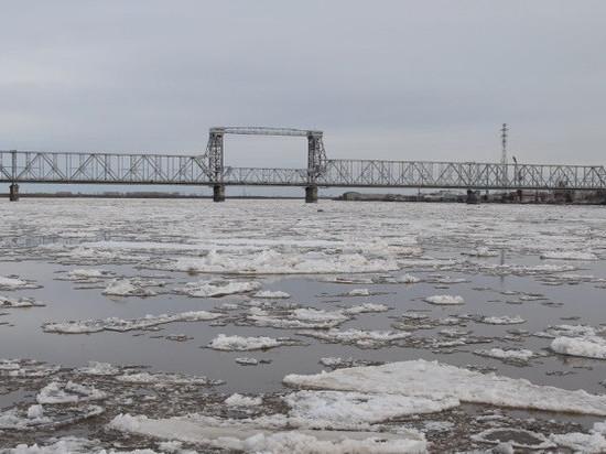 В Архангельск пришёл большой лёд