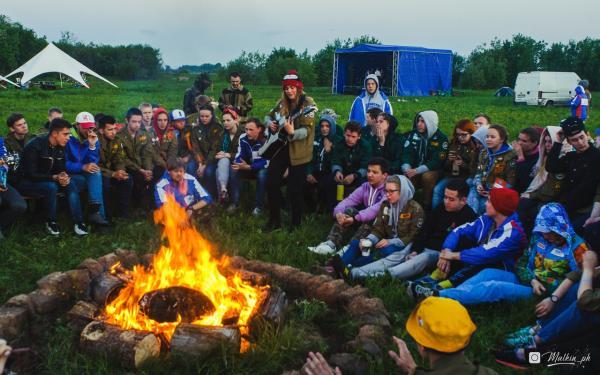 Студенческий музфестиваль собрал на острове в Архангельске любителей песен у костра