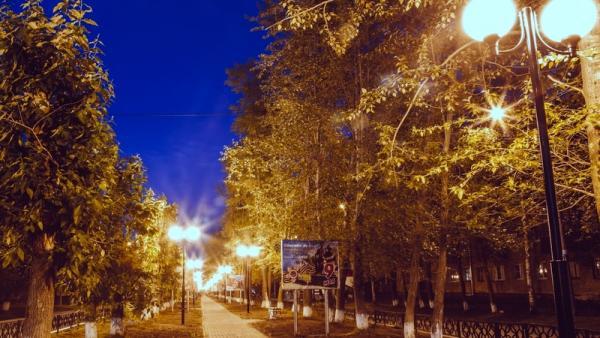 Более 100 новых фонарей теперь освещают центральную аллею Новодвинска